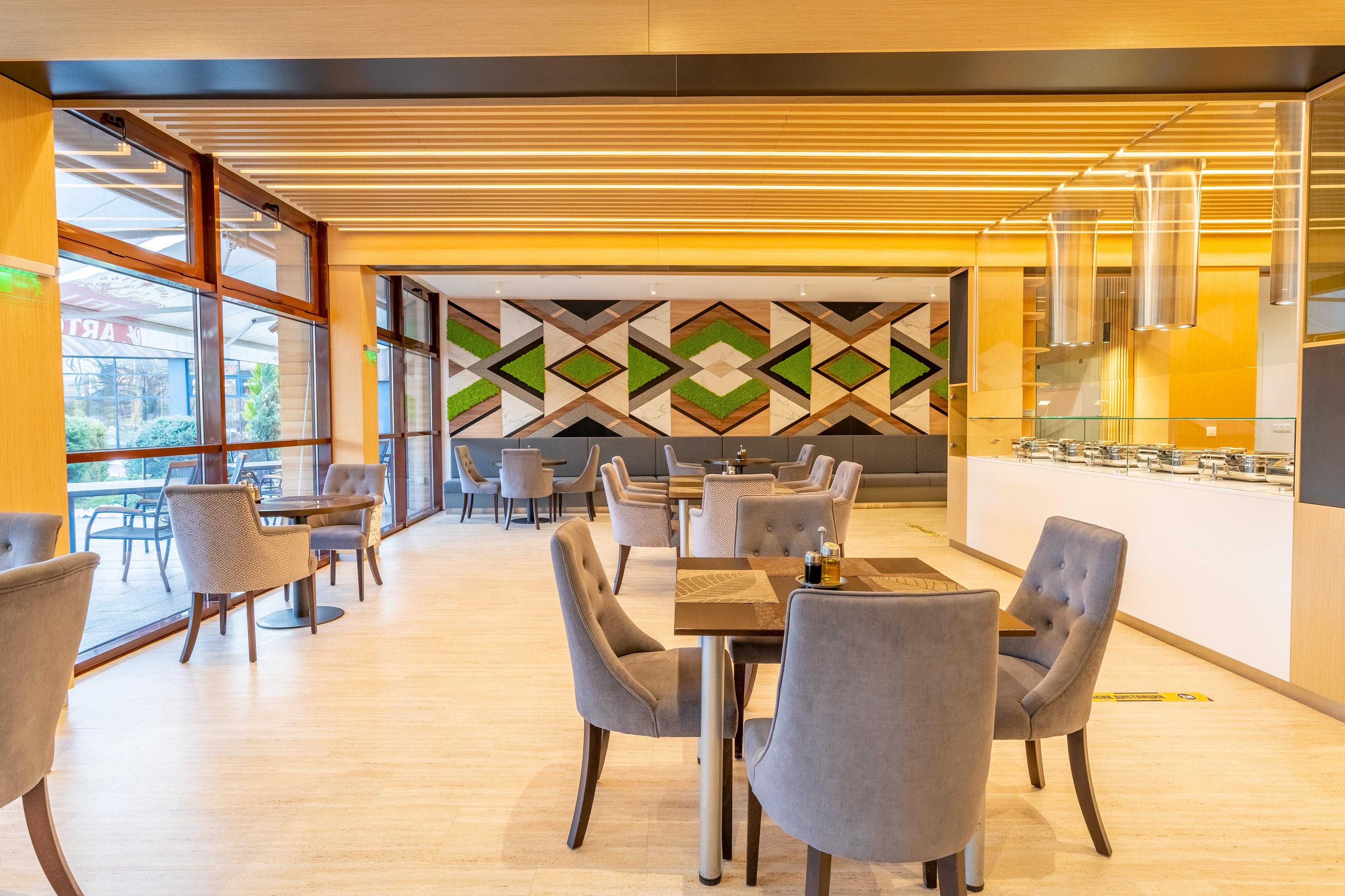 Sevtopolis_Medical_and_SPA_Hotel_Buffet_zone_restaurant_-_resized.jpg